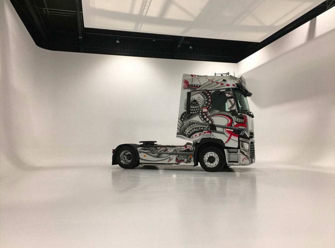 Réalisations savoir-faire staff habillage mural Renault