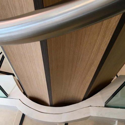 texture en staff bois colonnes