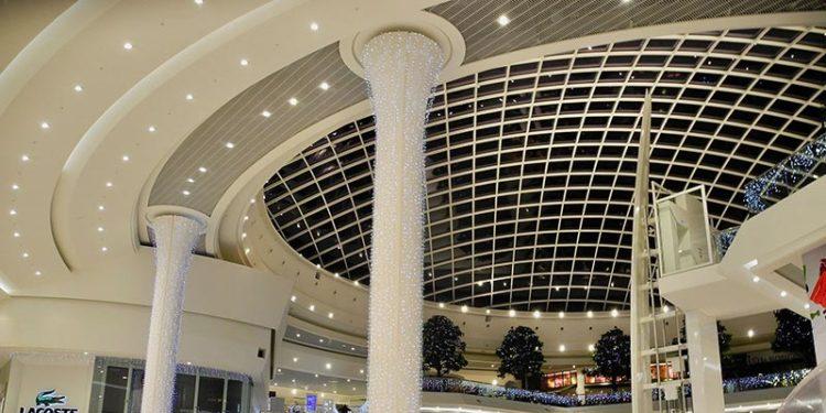 Réalisation en staff de plafonds et galeries dans le centre commercial Leclerc Atlantis de Saint Herblain par la Maison Rouveure Marquez