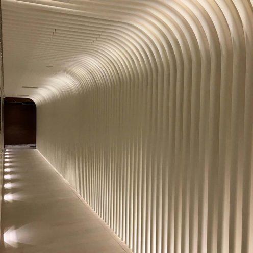 Rendu final des ondulation dans le couloir dans l'hôtel Four Seasonspar la Maison Rouveure Marquez