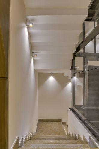Sous marches d'escalier du Caveau du Château Guigal