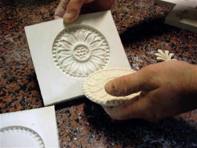 Moule en plâtre pour rosace par exemple par la Maison Rouveure Marquez