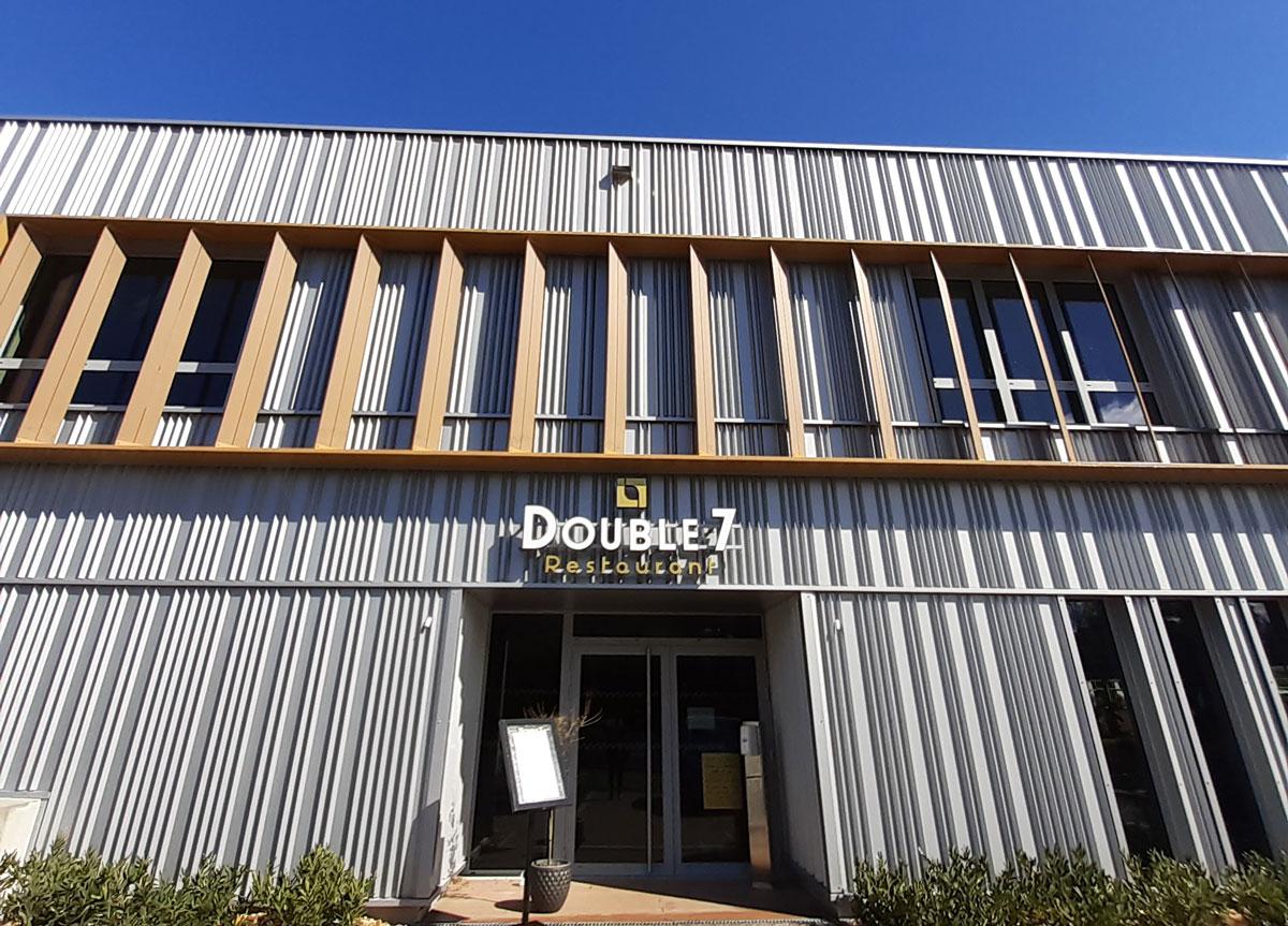 Façade du restaurant Double 7 à Dardilly
