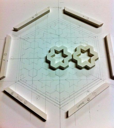 Motifs décoratifs en staff géométriques