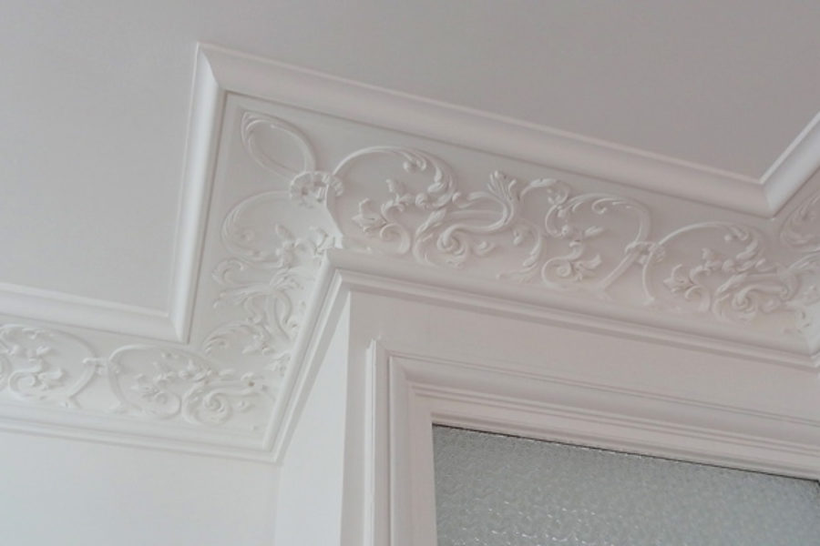 Decorative fibrous plaster motifs : doors and corners