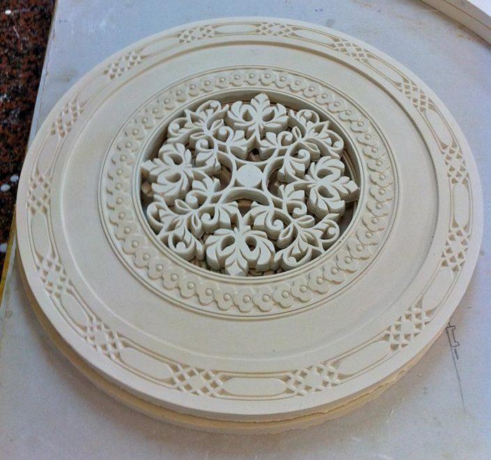 Décors de portes et d'angles, motifs moucharabieh en staff pour décors de portes et d'angles par Rouveure Marquez