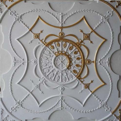 Motifs décoratifs portes en staff par Rouveure Marquez