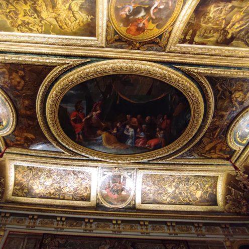 Éléments en stuc dorés dans l'Antichambre du Château de Versailles