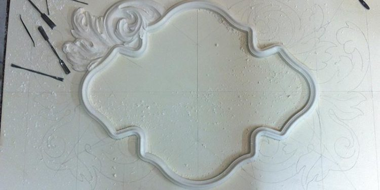 Fabrication d'un décor de porte en staff par Rouveure Marquez
