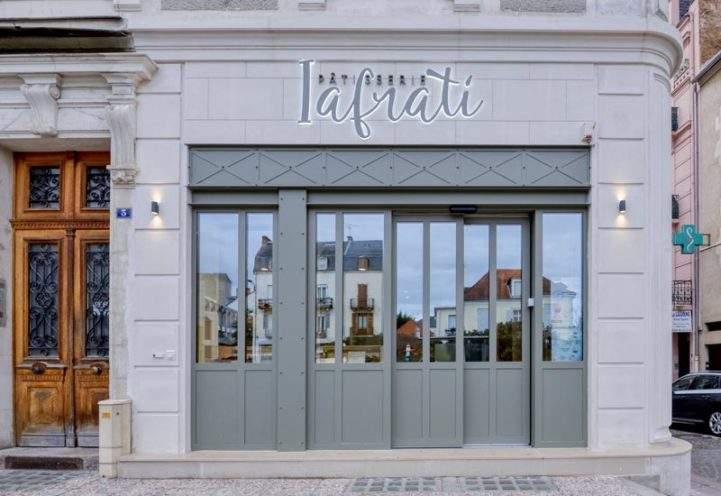Devanture d'inspiration haussmannienne de la pâtisserie Iafrati par Rouveure Marquez