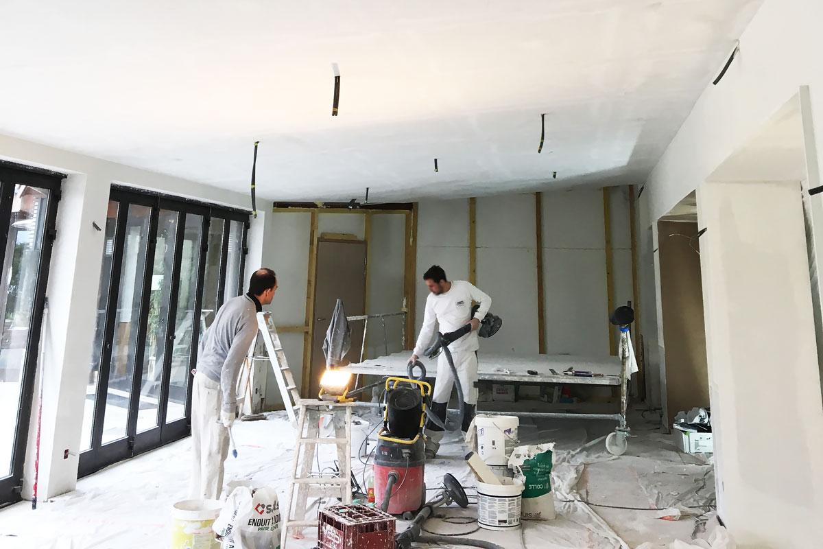 Poseurs agréés de plafond RockFon Mono acoutic dans la Maison Rouveure Marquez