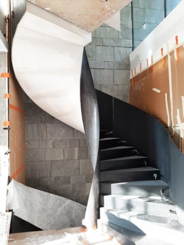 Rétrospective projets 2020 : sous escalier en staff en cours par Rouveure Marquez