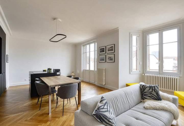 A la une, décoration de plafonds avec corniches gorges pour un appartement bourgeois situé à Lyon 6