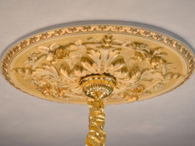Décoration staff pour plafond, rosaces et plafonniers par Rouveure Marquez